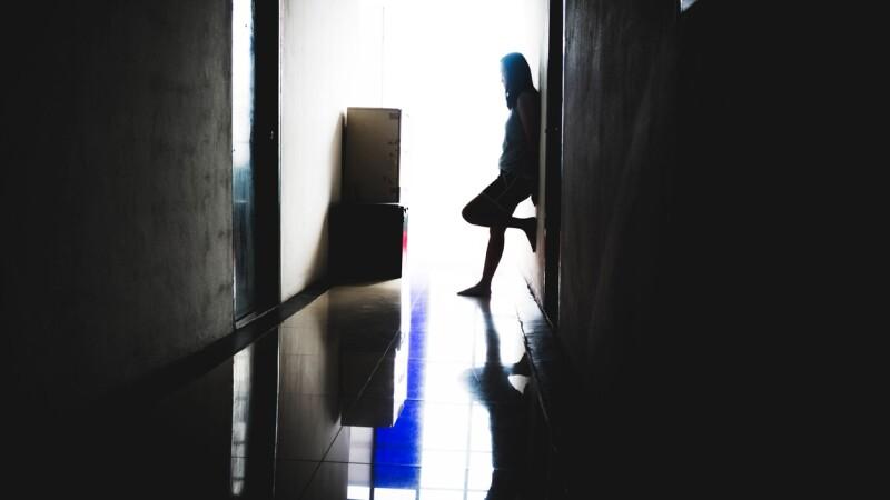 """Drama unei tinere traficate de iubit: """"Mai întâi mi-a vândut rinichiul, apoi pe mine"""""""