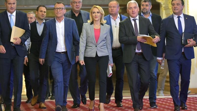 Marian Neacsu, secretar general al PSD, vicepresedintii PSD Paul Stanescu, Gabriela Firea si Adrian Tutuianu, si Niculae Badalau, presedintele executiv al PSD, inainte de a participa la sedinta Comitetului Executiv al PSD, la Palatul Parlamentului
