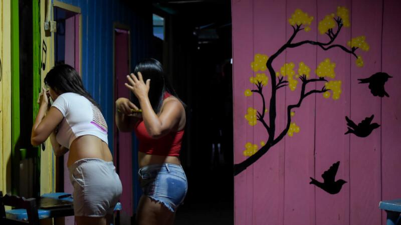 Drama femeilor care fug din Venezuela ca să aiba ce manca. Acum au ajuns sa se prostitueze