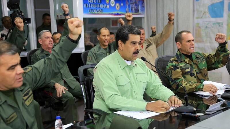 Nicolas Maduro si comandantii armatei din Venezuela