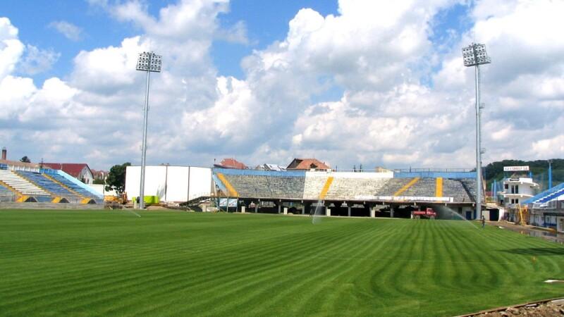 Primarul din Bistriţa vrea să cumpere stadionul ca să-l dărâme şi să facă