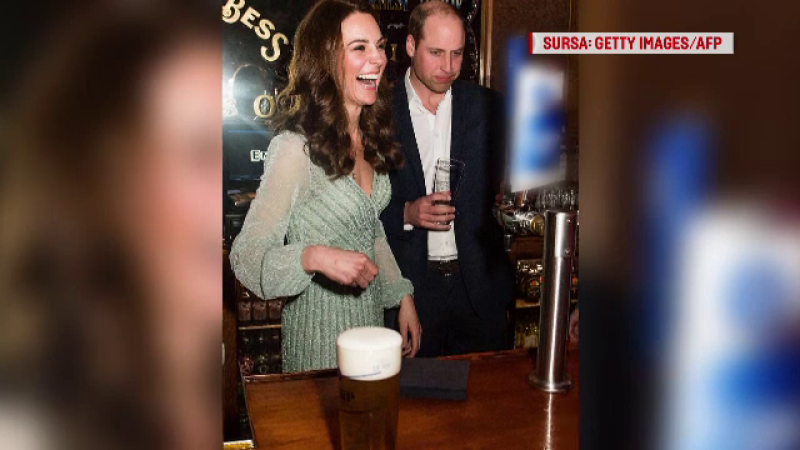 Ipostaza în care au fost surprinși Kate și William, într-un local din Irlanda de Nord