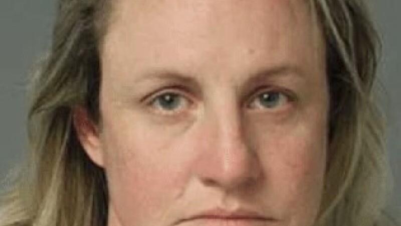 O profesoară, arestată, după ce ar fi abuzat sexual un elev. Mărturia tânărului