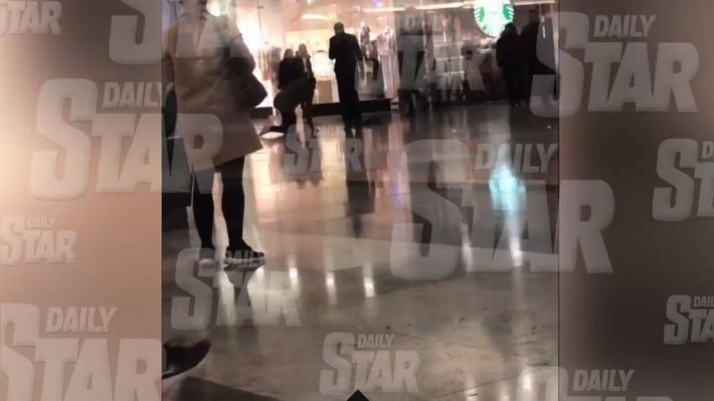 Atenție, IMAGINI ȘOCANTE! Alertă de coronavirus în centrul Londrei! Un bărbat s-a prăbușit în mall, autoritățile s-au panicat
