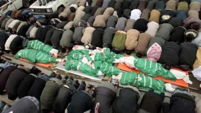 Cadavrele copiilor unui lider Hamas, in procesiune pe strazi
