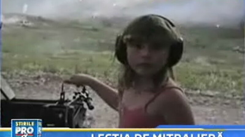 Fetita cu mitraliera! In SUA unii copii crec cu arma in mana!