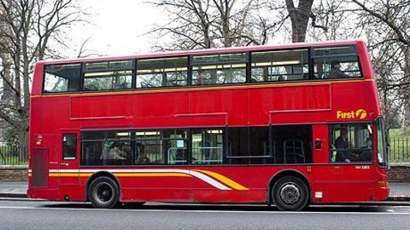 A furat un autobuz ca sa mearga sa-si vada iubita! Nu inainte sa bea bine