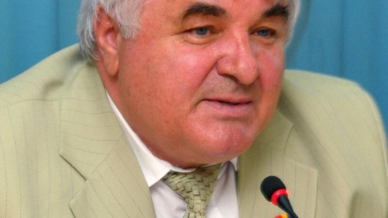 Constantin Simirad nu interzice messengerul la serviciu!