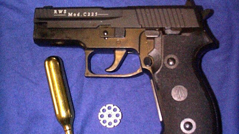 Pistol cu gaze
