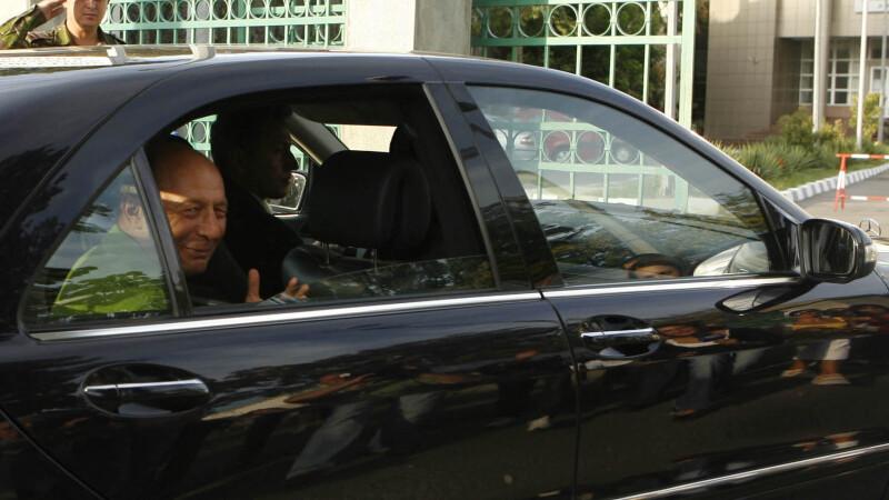Traian Basescu in drum spre spital