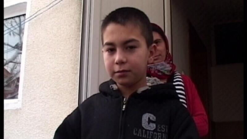 La 10 ani, politistii l-au prins conducand o masina. Undeva in Pitesti...