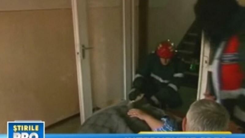 L-au dus la spital cu pompierii! Are 300 de kilograme