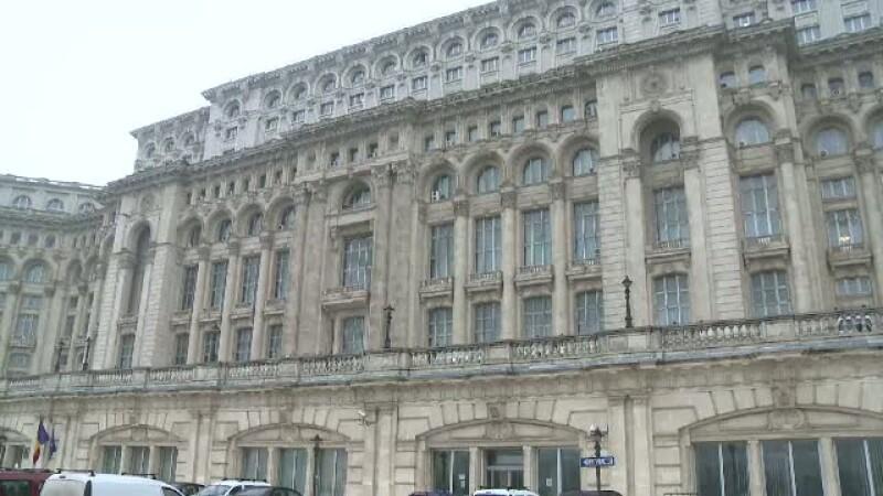 Alesii vor geamuri de termopan la Casa Poporului.Costul pentru o singura fereastra: minim 2.000 euro