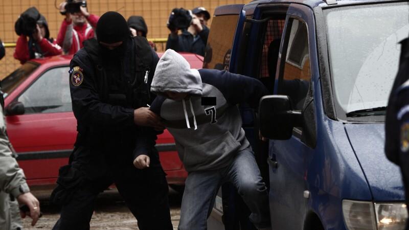 21 de indivizi au fost retinuti dupa descinderile organizate in palatele romilor din Strehaia