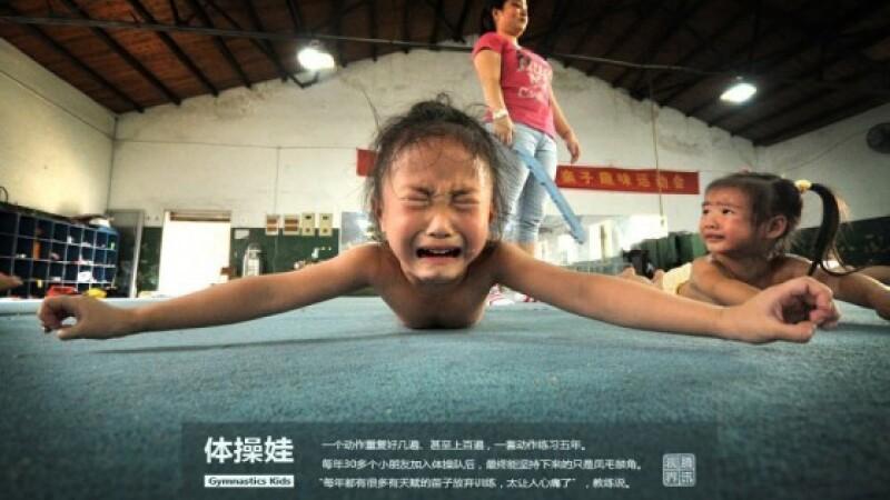 Antrenamente in lacrimi si durere. Prin ce chinuri trec micile gimnaste din China pentru un vis FOTO