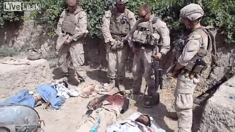 puscasi marini urinand pe cadavrele a trei afgani