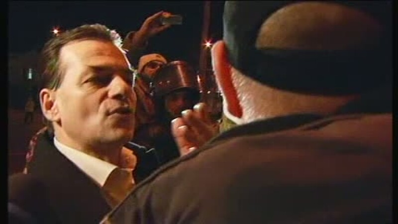 Ludovic Orban, huiduit si bruscat din nou in Piata Universitatii. \