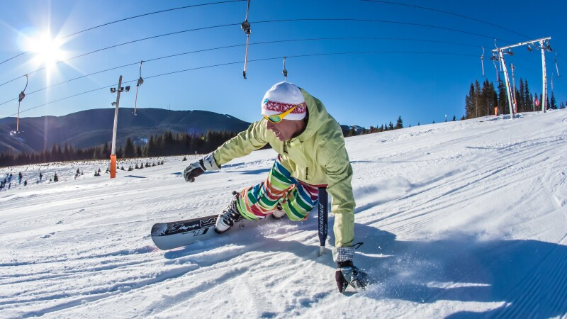 Weekend plin de distractie la munte. Statiunea Azuga este gazda Campionatului National de Slalom