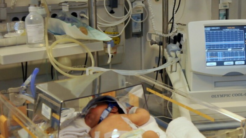 bebelus, spital pediatrie, aparate, Marie Curie