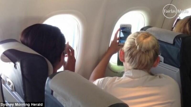 Surpriza uriasa pentru pasagerii unui zbor. Ce au observat cand s-au uitat pe geamul avionului. FOTO