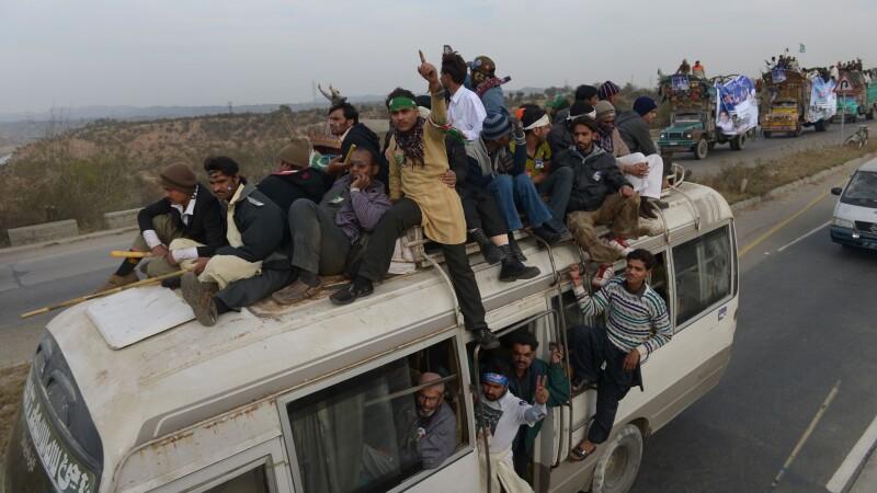 Revolta in Pakistan impotriva presedintelui. Confruntari violente intre manifestanti si politie