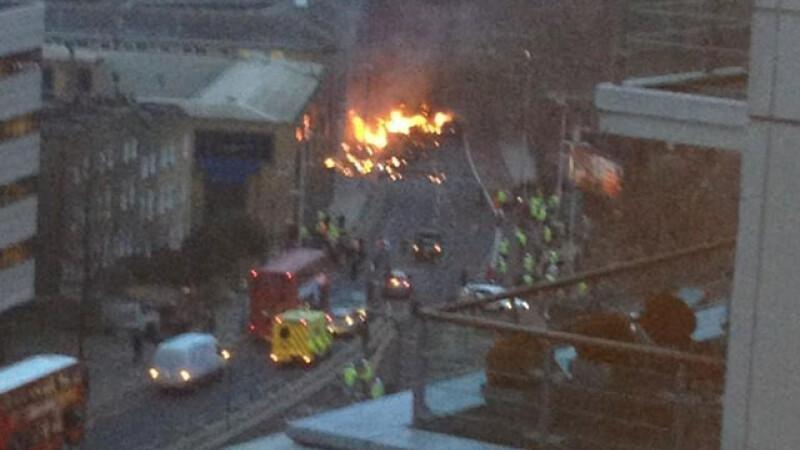 Un elicopter s-a prabusit in sudul Londrei. Cel putin doua persoane au murit. FOTO si VIDEO