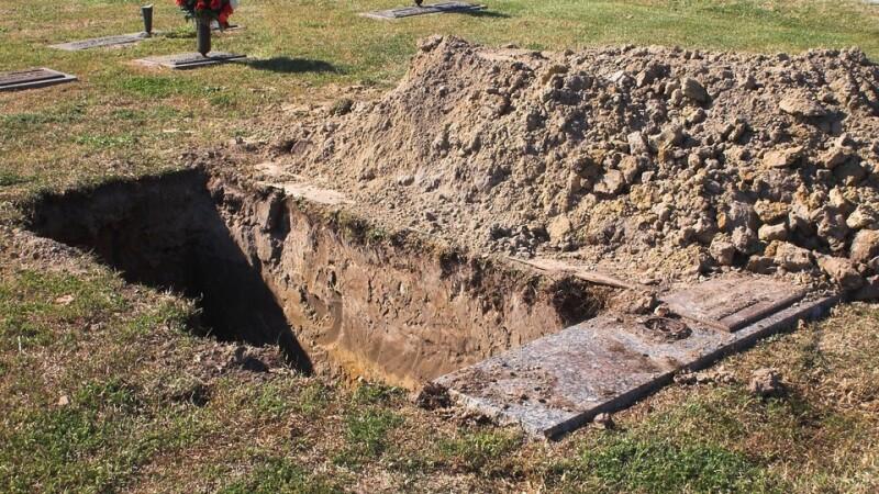 Un barbat a furat din cimitir cadavrul tatalui pentru a-l readuce la viata.Cum l-au gasit politistii