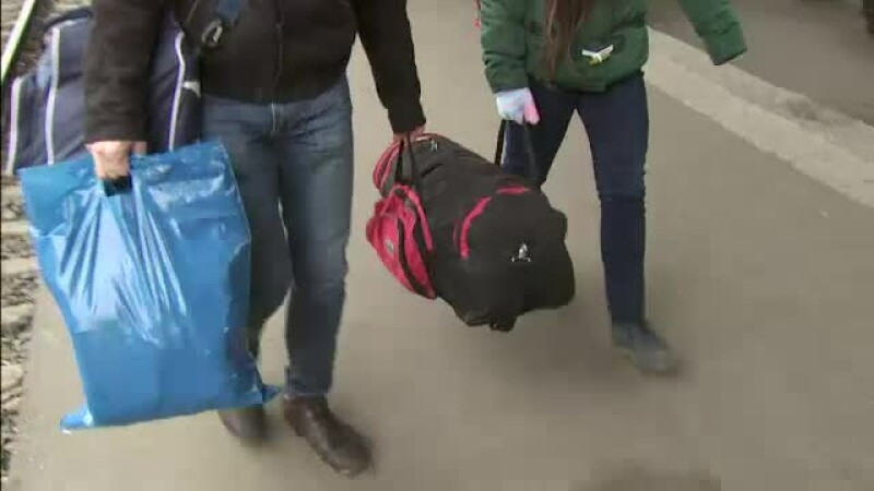 Zeci de mii de studenti se intorc in centrele universitare. Bagajele lor, pline cu mancare