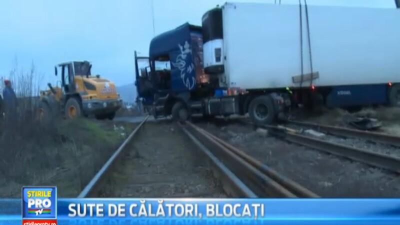 Patru trenuri blocate in judetul Alba din cauza unui sofer care a pierdut controlul volanului