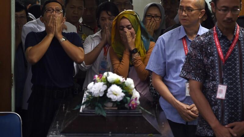 30 de cadavre ale persoanelor din avionul AirAsia prabusit, recuperate. Cinci dintre victime au fost gasite pe scaune