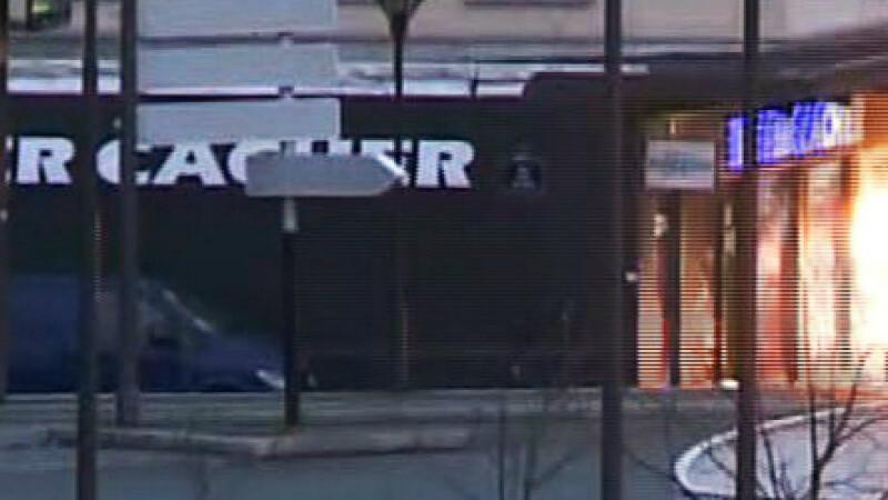 TRAGEDIE IN PARIS. Atacatorul si 4 ostatici, ucisi in asaltul de la supermarket. 4 oameni in stare grava, complicele a fugit