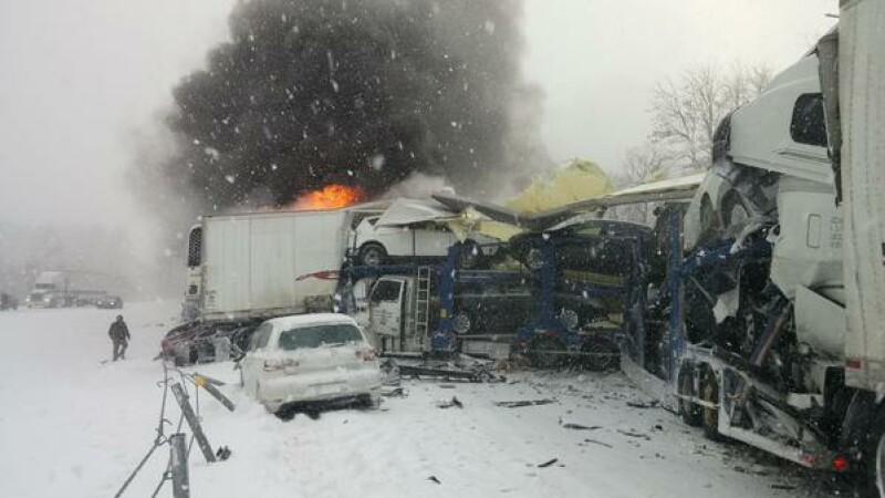 Accident in lant in Statele Unite. O persoana a murit in urma incidentului in care au fost implicate 150 de masini