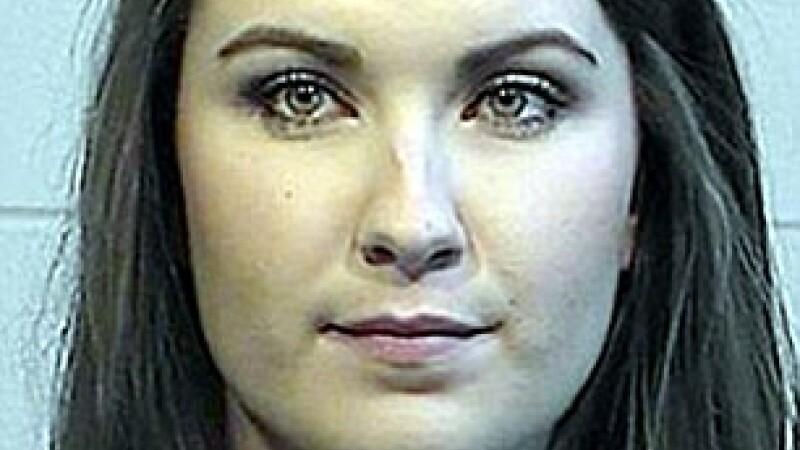 O profesoara din SUA a fost arestata, la sapte luni dupa ce s-a casatorit. Ce a facut cu un elev