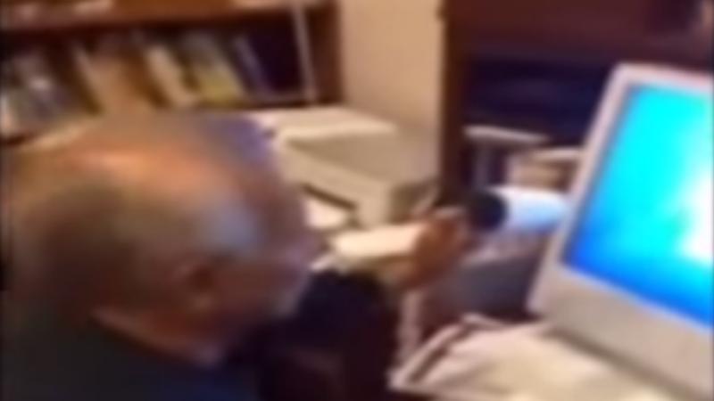 Bunicul si tehnologia. Cum incearca un batranel sa deblocheze calculatorul cand nepotul ii spune ca a