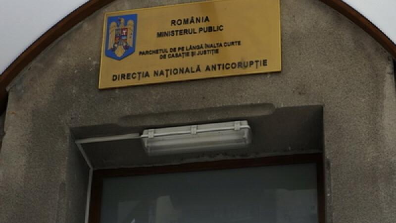 Sefa Serviciului resurse umane de la Primaria Sectorului 2 a fost arestata, dupa ce a luat mita 11.000 de euro