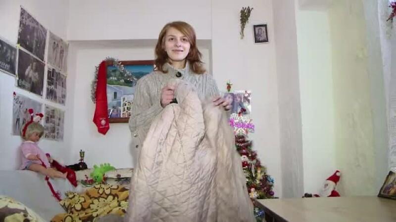 La 19 ani, Irina invata sa zambeasca si sa isi faca vise. Zeci de romani s-au oferit sa o ajute cu bani, haine si alimente