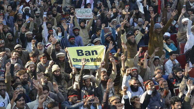 Drapelul Frantei, ARS in Afganistan. In Pakistan, la protestele contra Charlie Hebdo s-au alaturat si crestinii