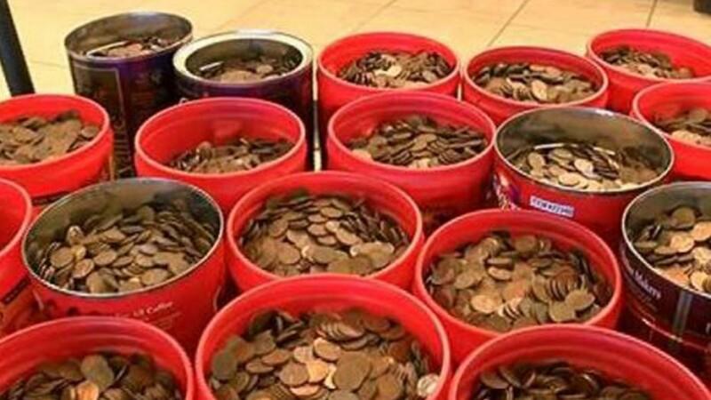 Un barbat din SUA a depus la banca 226 de kilograme de monede. Cat valoreaza banii din poza