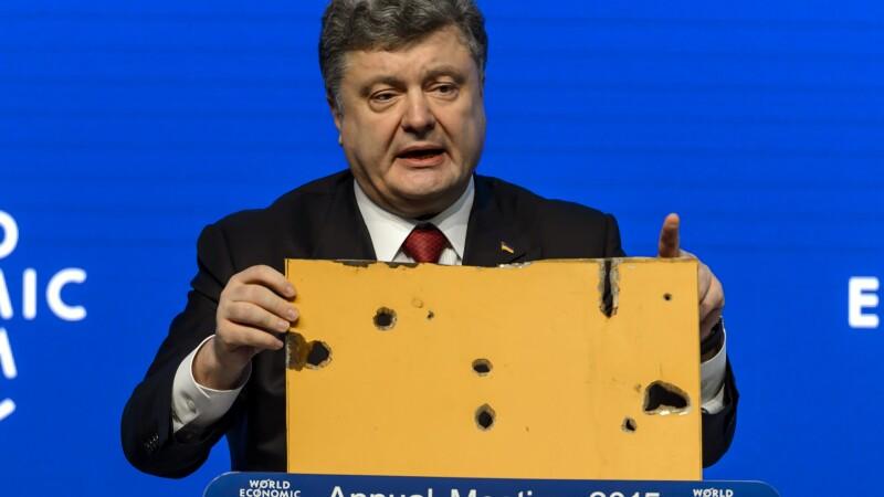 Petro Porosenko: Peste 9.000 de militari rusi sunt pe teritoriul Ucrainei cu 500 de tancuri si piese de artilerie grea