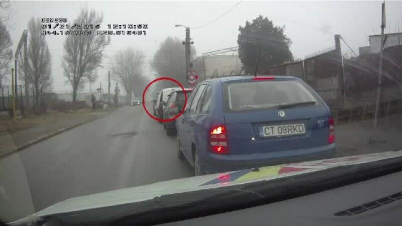 A fost filmat in timp ce isi arunca tigara pe strada. De ce surpriza a avut parte apoi acest sofer din Constanta