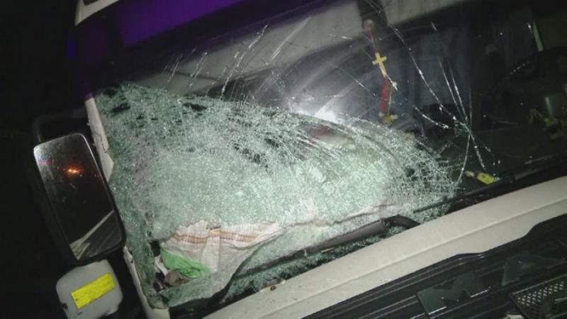Accident rutier in Brasov. Soferul unui TIR a intrat pe contrasens si a lovit un microbuz