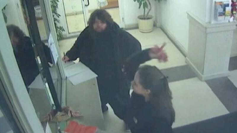 Incident bizar intr-o sectie de politie din SUA. Motivul din cauza caruia o femeie a aruncat cu carne in politisti