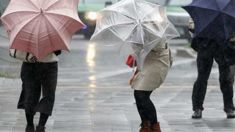 Vremea se anunta mohorata in weekend. Zonele din tara unde prognoza arata ploi si lapovita