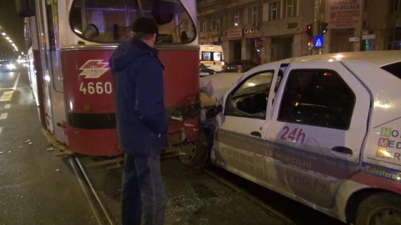 Un sofer din Braila a intrat cu masina intr-un tramvai. Fiul sau, de 3 ani, care se afla in automobil nu a patit nimic