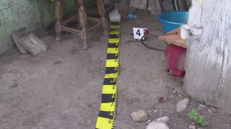 Descoperire macabra in Arges. Un barbat de 34 de ani si-a ucis iubita, apoi s-a sinucis