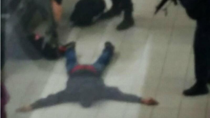 Panica pe aeroportul international din Amsterdam. Ce a urmat dupa ce acest barbat a strigat ca are o bomba