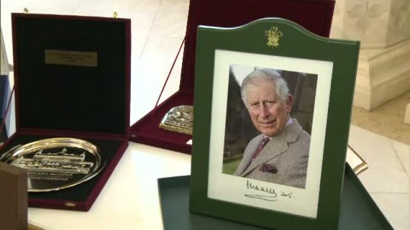 Cadourile primite de Klaus Iohannis in primul an de mandat. Cel mai pretios dar vine de la printul Charles