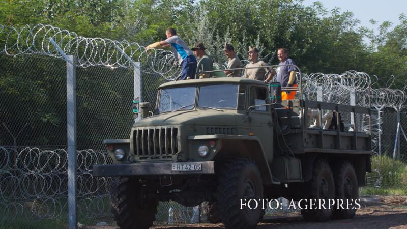 soldati ungari inalta gardul anti-imigranti