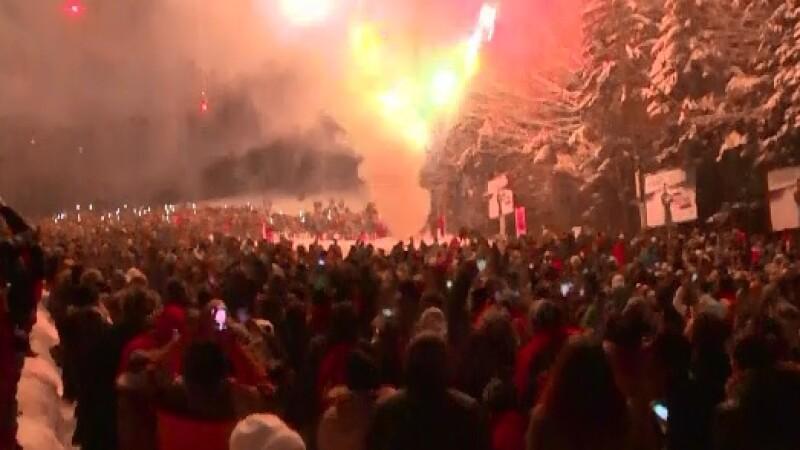 La munte, Anul Nou i-a gasit pe mii de turisti pe partie. Petrecaretii nu au simtit cele -14 grade din termometre