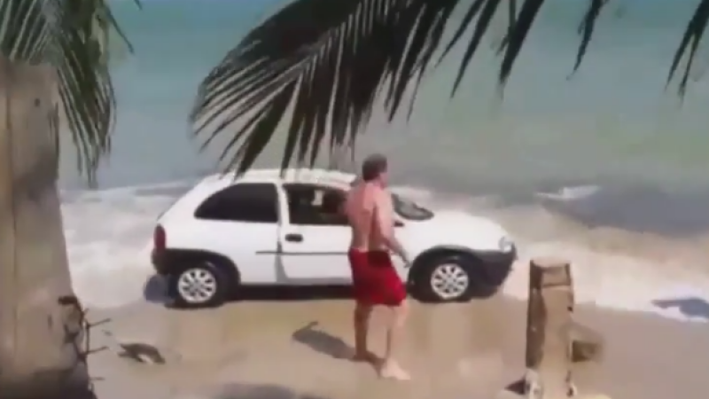 Au vrut sa se plimbe cu masina pe plaja, printre turisti, dar au regretat imediat gestul. Cum au reactionat oamenii. VIDEO